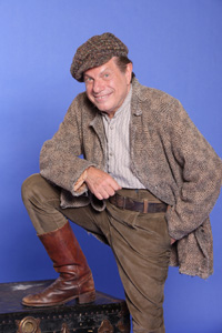 Mike Burstyn as Hersehele Ostropolyer. Courtesy of Michael Priest Photography.