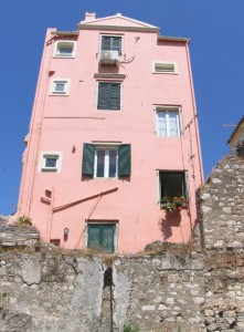A building in the old ghetto. Photo by Esther Hecht.