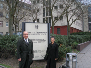 Elizabeth Rosner (right) with her father on a visit to Dortmund.