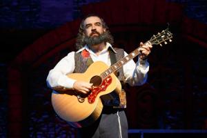 Eric Anderson as Rabbi Shlomo Carlebach.