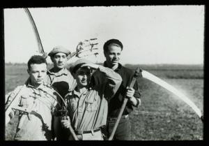 'Harvesting,' 1934. Yeshiva University Museum, New York. All images  courtesy of the Contemporary Jewish Museum, San Francisco.