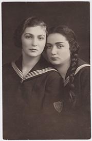 Marta Swiderska (left) and her Jewish best friend, Olga Pressler. Collection of the Auschwitz Jewish Center.