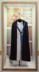 Hadassah nurse's uniform from 1930. Photo by Oded Antman.