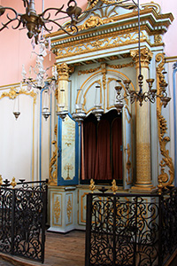 The boudoir-like interior of the synagogue in Cavaillon.