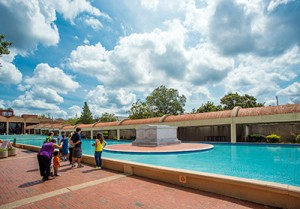 The MLK burial site. Courtesy of Atlanta Convention & Visitors Bureau.