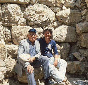 A young Eilat Mazar sitting with her grandfather, Benjamin Mazar. Courtesy of Eilat Mazar.