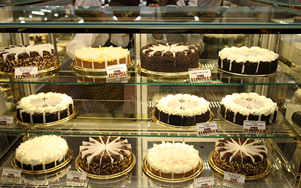 Americans have long found little comfort in what passes for cheesecake in Israel. Less dense and rich than the high-calorie version sold in the United ...